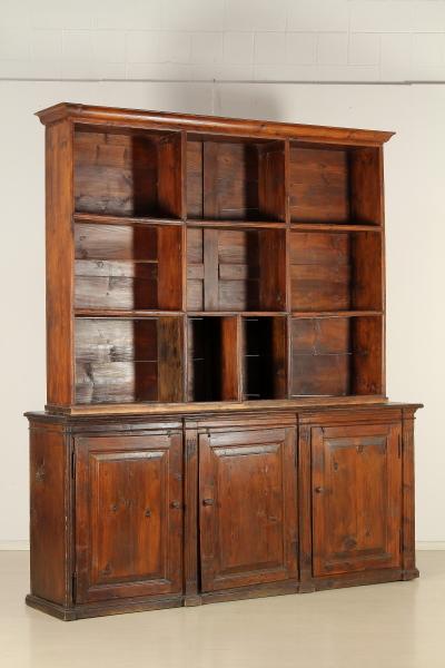 Libreria rustica mobili in stile bottega del 900 for Piani di libreria stile artigiano