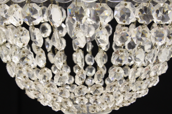 Lampadario Antico A Gocce : Lampadario in vetro trasparente e gocce in vetro molato