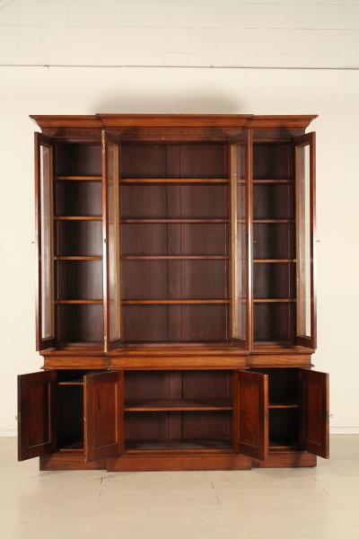 Libreria inglese con fronte spezzato - Librerie e vetrine ...