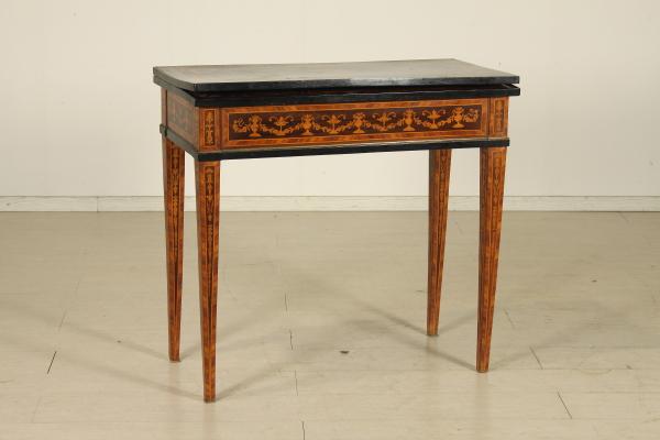 Tavolo da gioco intarsiato tavolini antiquariato - Voodoo gioco da tavolo ...