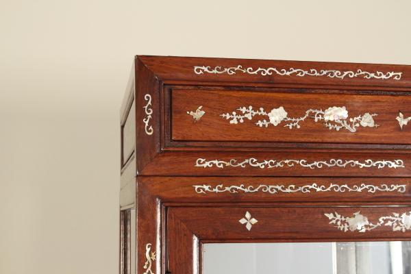 Credenza Con Vetrina Etnica : Vetrina etnica mobili in stile bottega del dimanoinmano