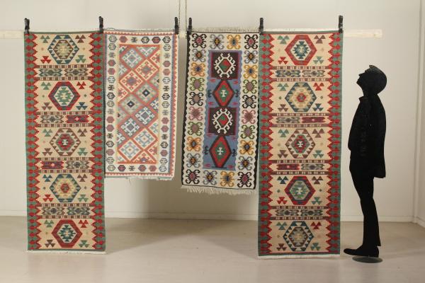 Tappeti Kilim Antichi : Gruppo quattro tappeti kilim tappeti antiquariato