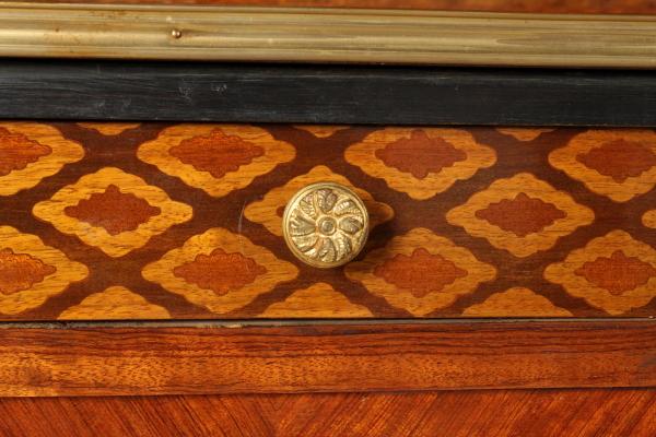 Credenza Con Vetrina In Stile : Credenza con vetrina in stile mobili bottega del