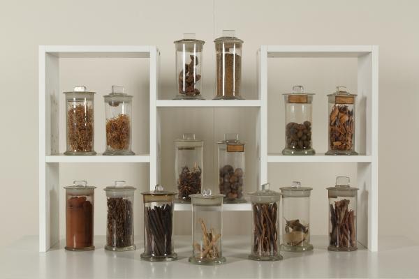 Credenza Da Farmacia : Gruppo di vasi in vetro da farmacia oggettistica