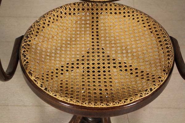 Sedia girevole stile Thonet in faggio curvato a vapore