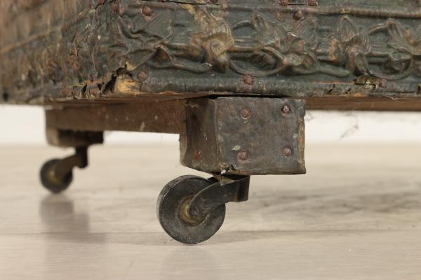 Baule porta-legna rivestito - Altri mobili - Antiquariato - dimanoinmano.it