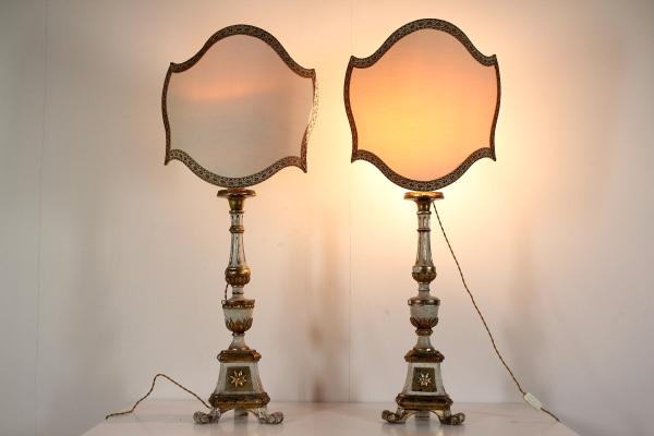 Lampadario Antico In Legno : Appendere lampadario di cristallo sul soffitto in legno u foto