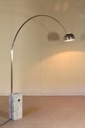 Lampada arco illuminazione modernariato for Lampada arco