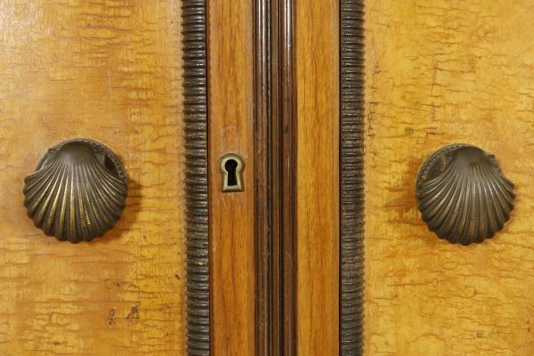 Sideboard Walnut Burl Veneer Turned Legs Decorated Doors Vintage Italy 1940s & Sideboard Walnut Burl Veneer Turned Legs Decorated Doors Vintage ...