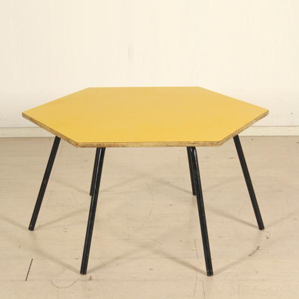 Tavolo per bambini tavoli modernariato for Negozi tavoli milano
