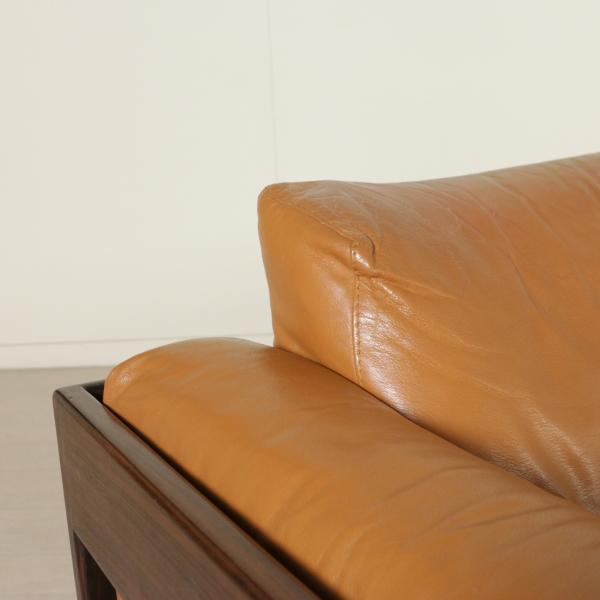 Divano bastiano divani modernariato for Divano particolare