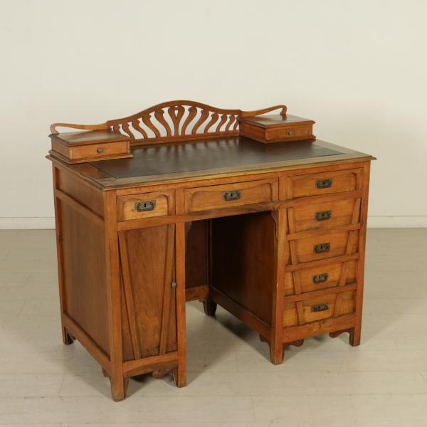 Scrivania liberty mobili in stile bottega del 900 for Arredamento stile liberty
