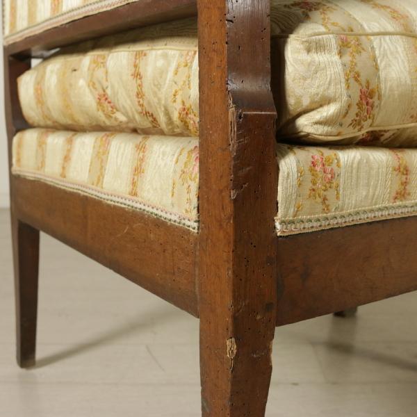 Divano impero sedie poltrone divani antiquariato for Divano particolare