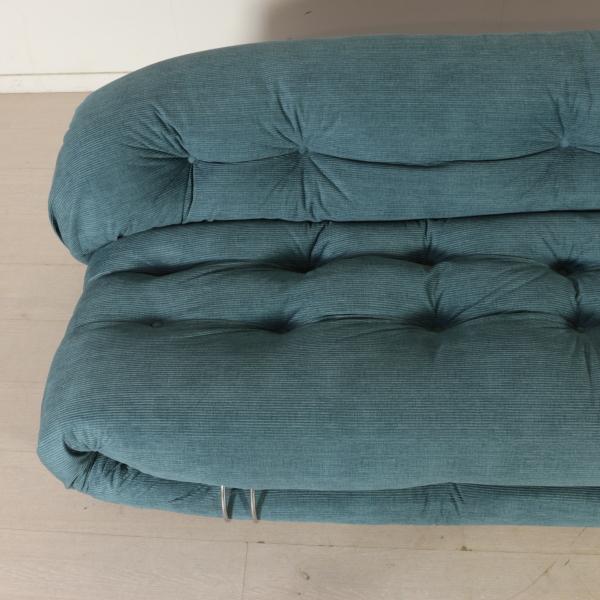 Divano soriana divani modernariato for Divano particolare