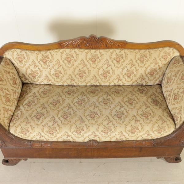 Divano restaurazione sedie poltrone divani for Divano particolare