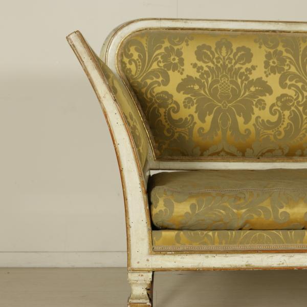 Divano neoclassico sedie poltrone divani antiquariato for Divano particolare