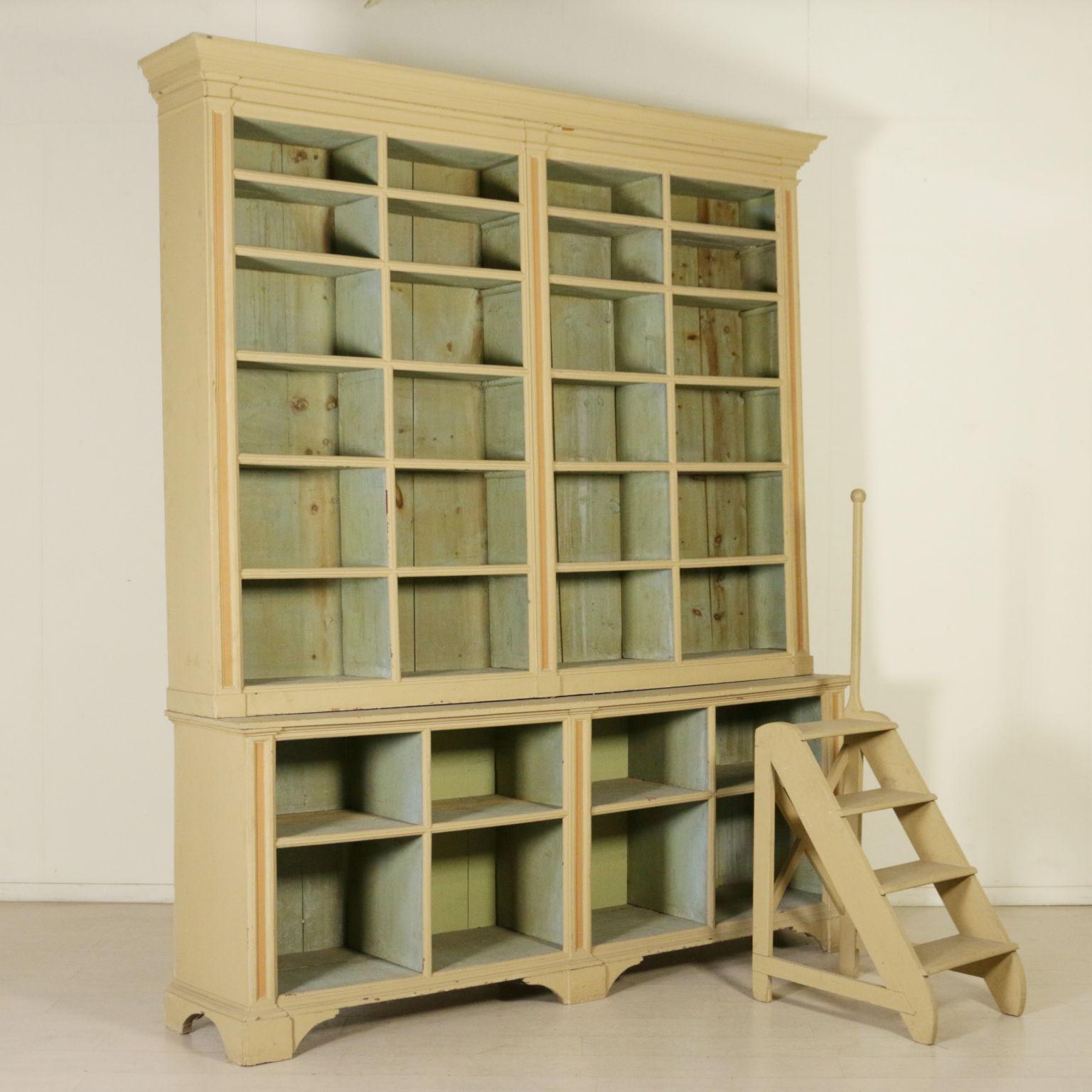 Libreria laccata con scaletta librerie e vetrine antiquariato - Libreria a scaletta ...