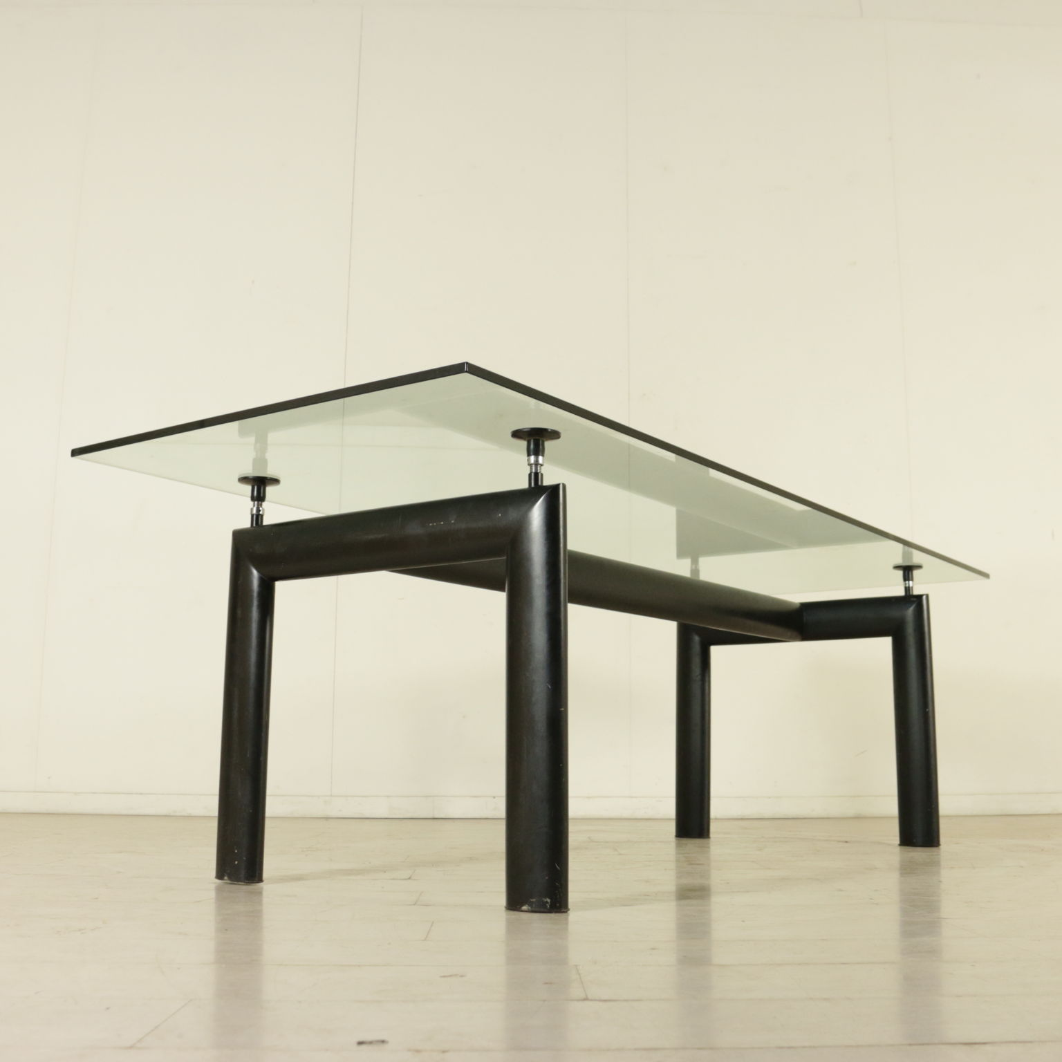 Tavolo le corbusier tavoli modernariato - Tavolo cristallo le corbusier ...