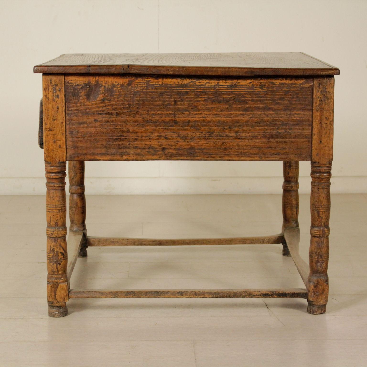 petit banc de travail tables basses antiquit s. Black Bedroom Furniture Sets. Home Design Ideas