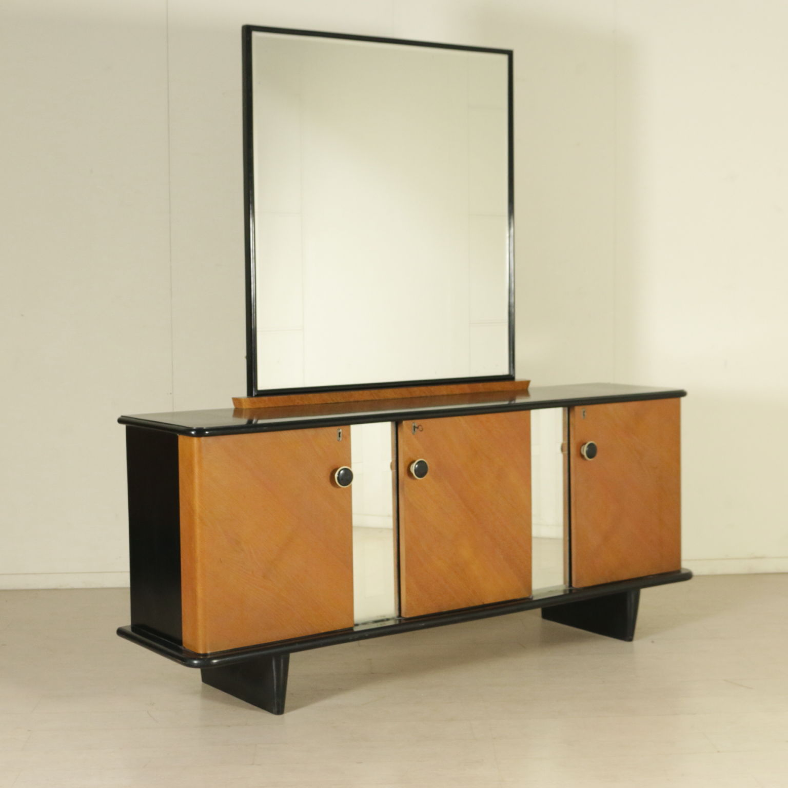 mobile 40 jahre m bel modernes design. Black Bedroom Furniture Sets. Home Design Ideas