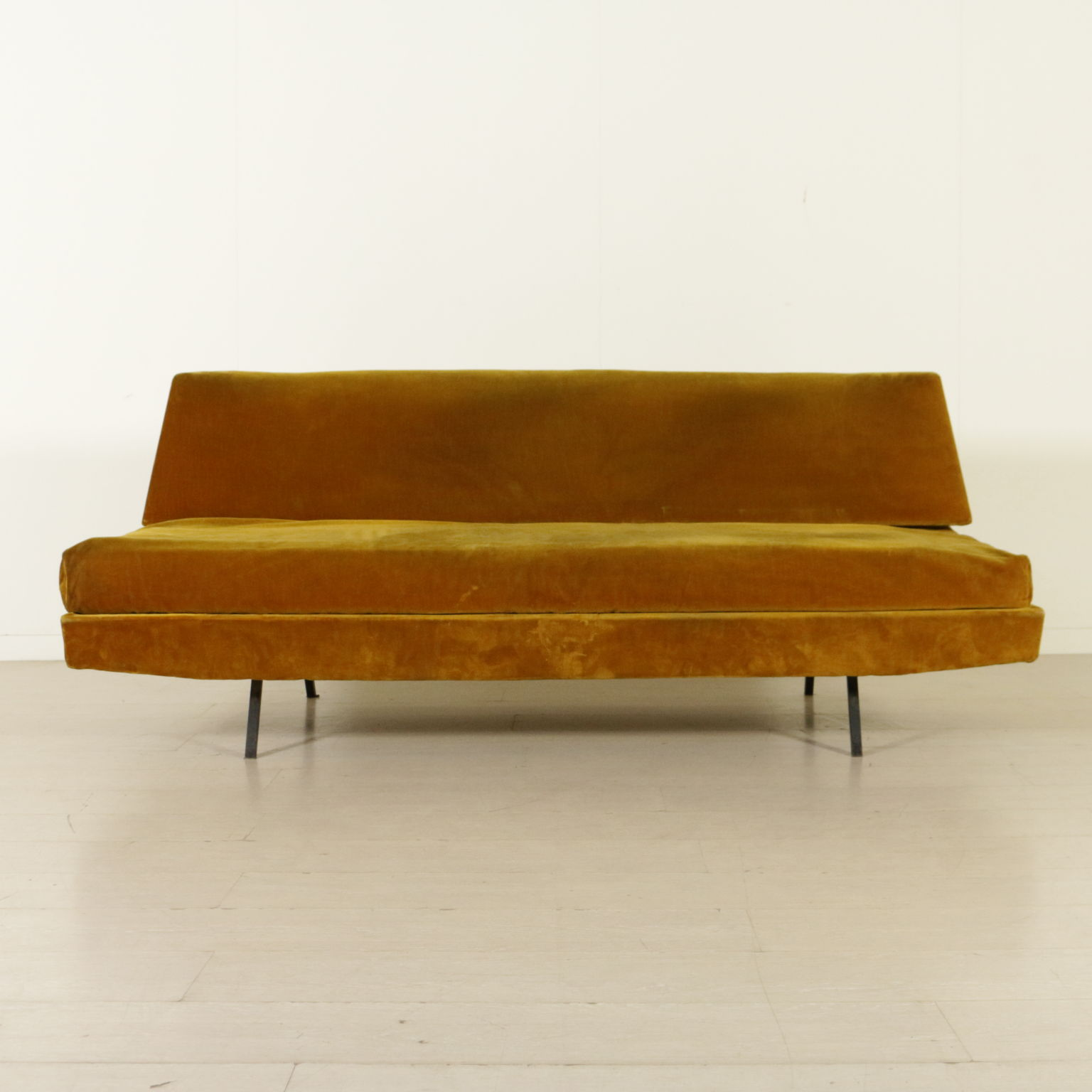 Sofa 60er elegant sofa from the s designed by eugen for Sofa 60er stil