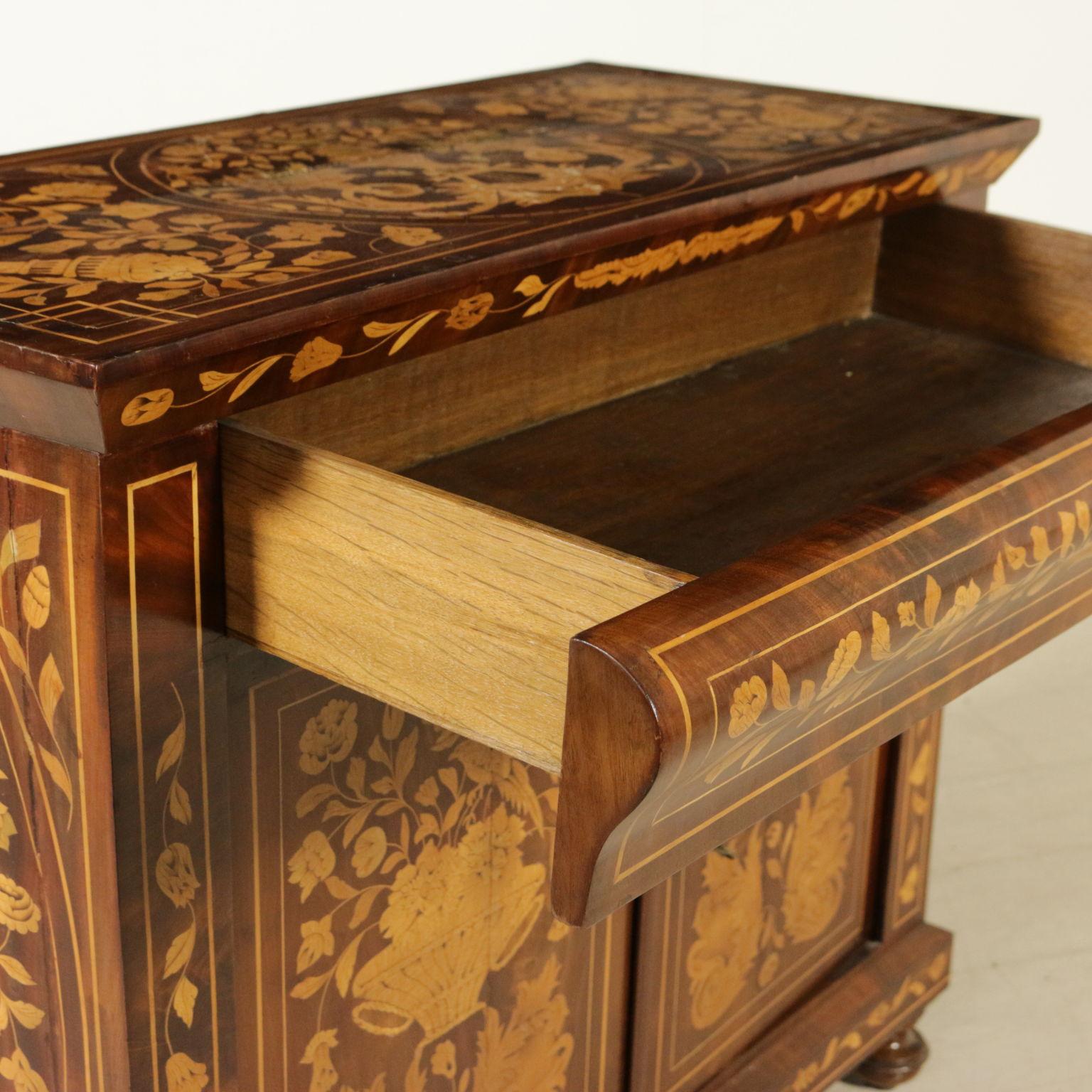 Credenza intarsiata olandese credenze antiquariato for Antiquariato mobili