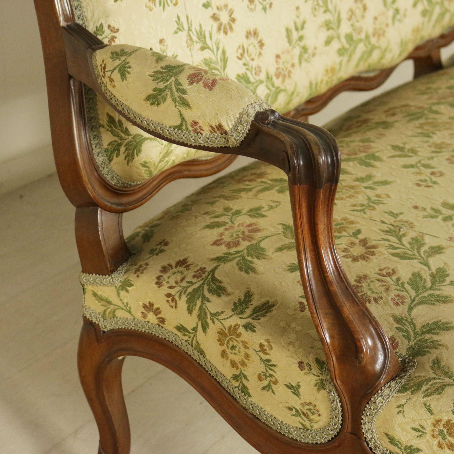 Divano in stile barocchetto mobili in stile bottega for Divano particolare