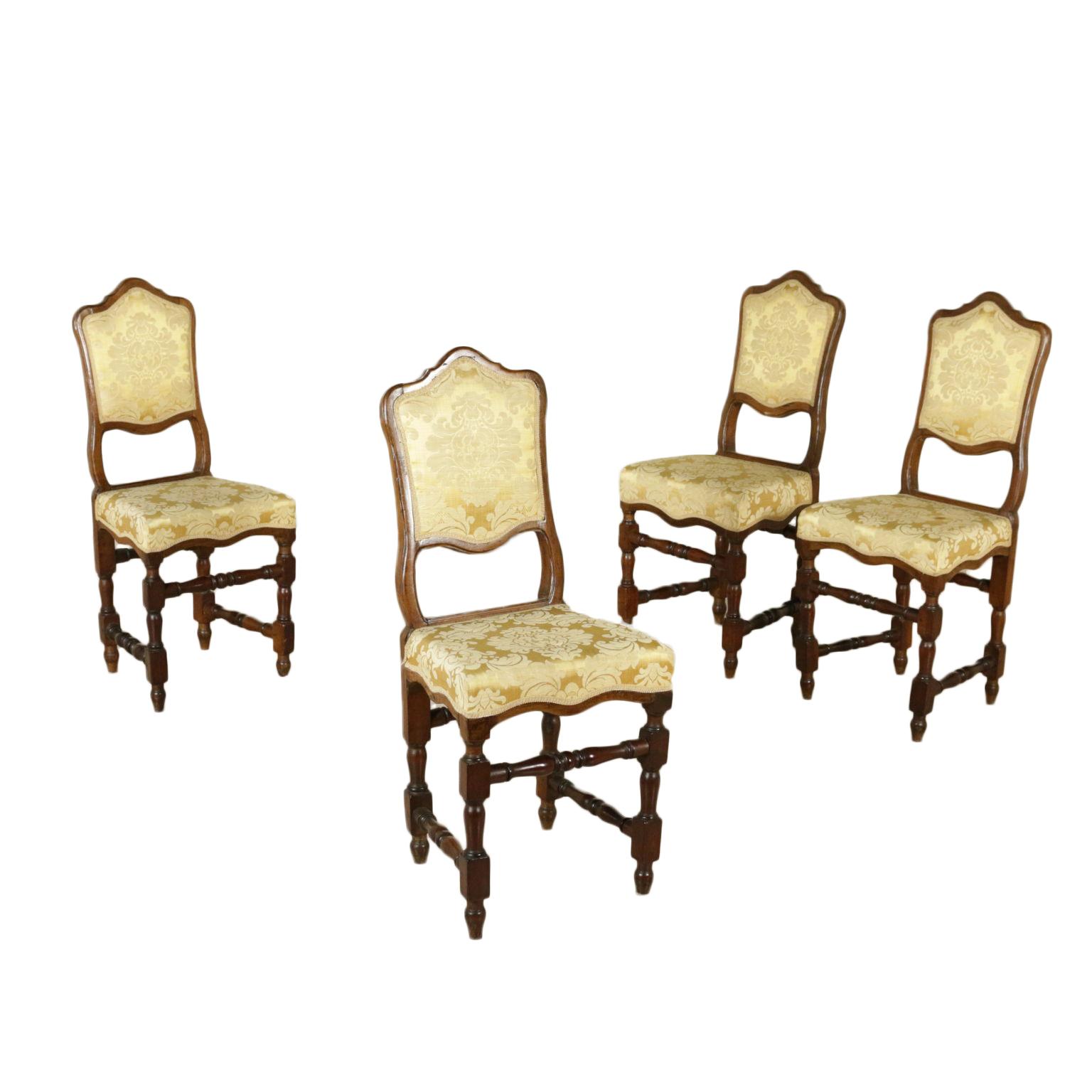 Gruppo di quattro sedie a rocchetto sedie poltrone for Poltrone sedie