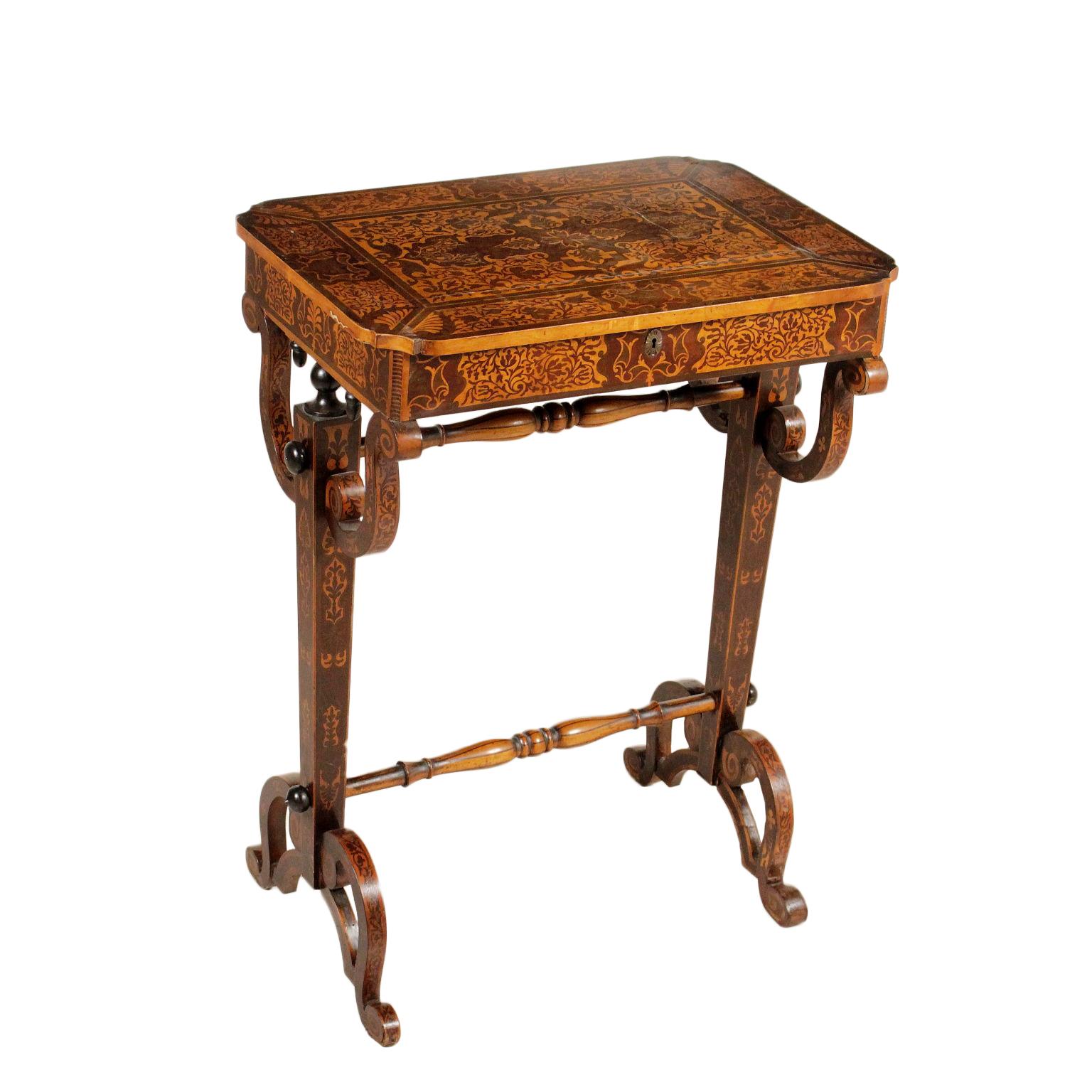 Tavolino da lavoro tavolini antiquariato for Tavolini da ufficio