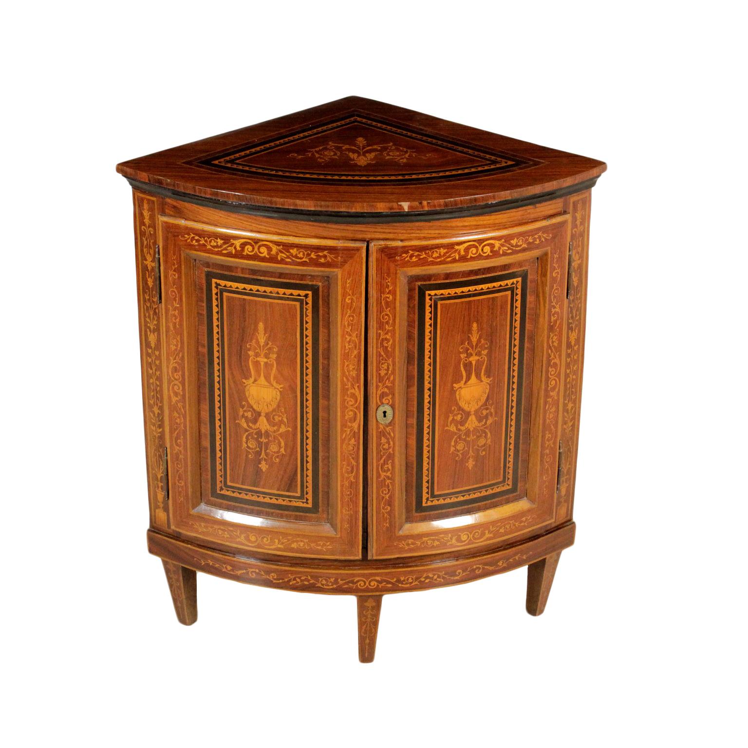 Angoliera in stile neoclassico mobili in stile bottega del 900 - Mobili bottega veneta ...