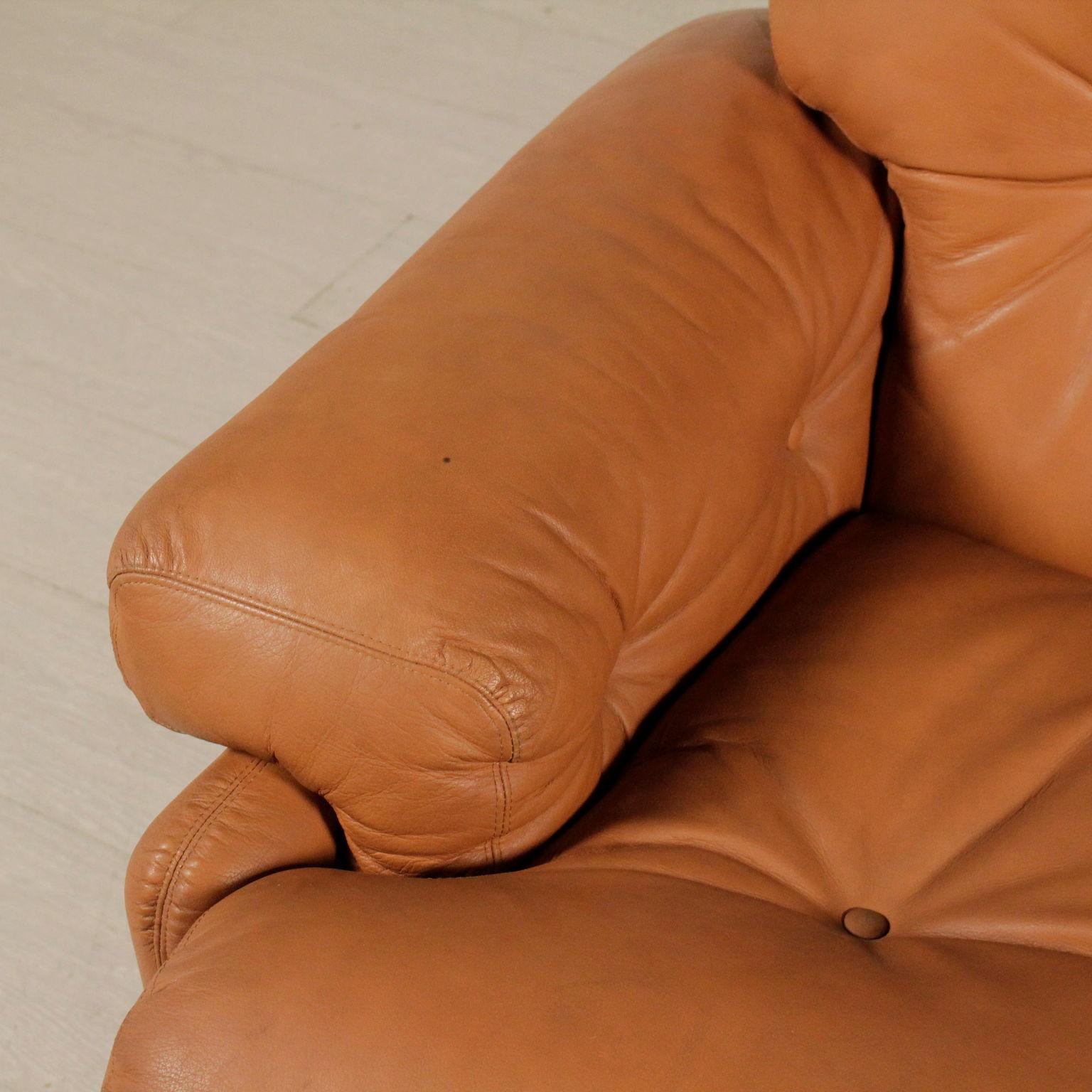Divano coronado divani modernariato for Divano particolare