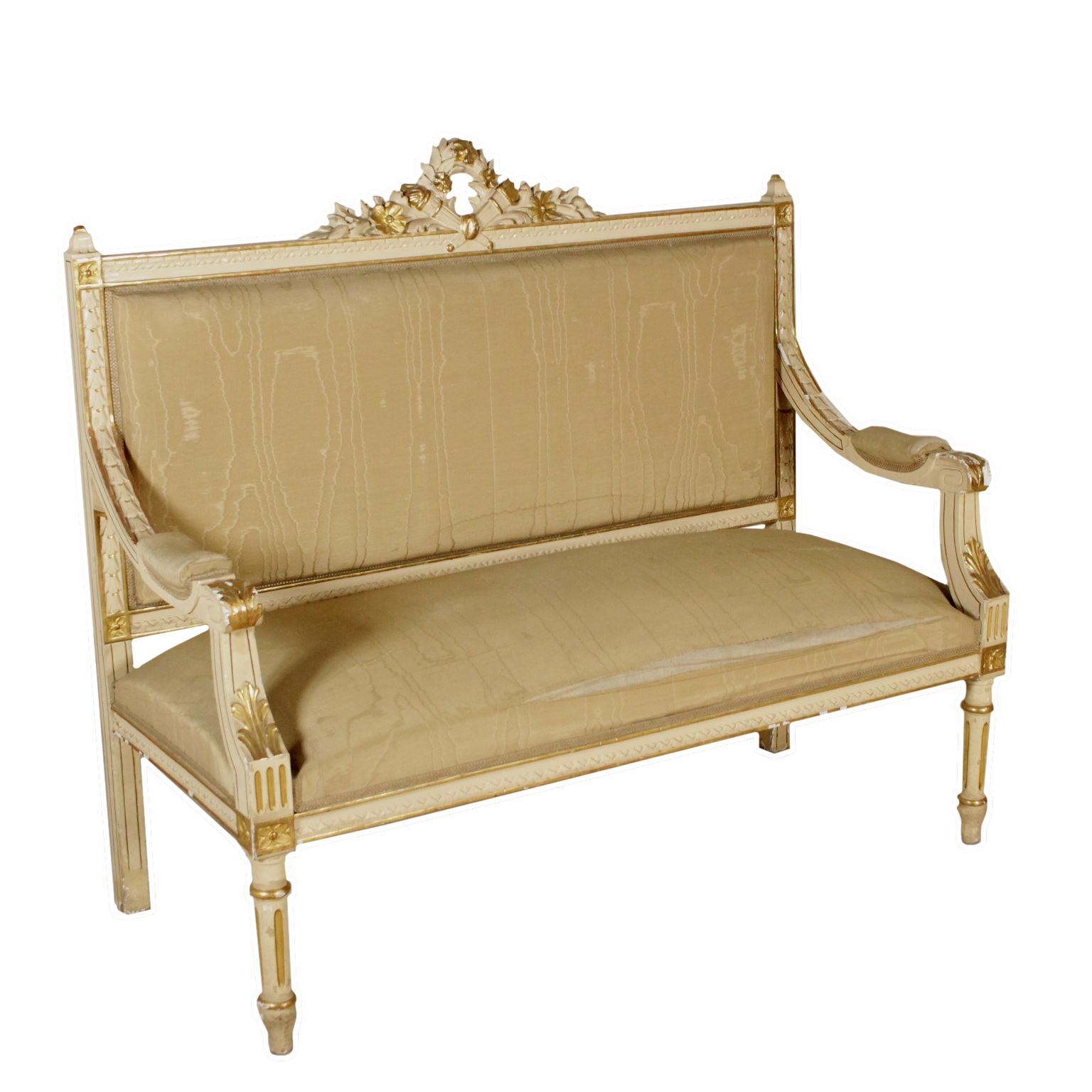 Divano in stile sedie poltrone divani antiquariato for Poltrone sedie