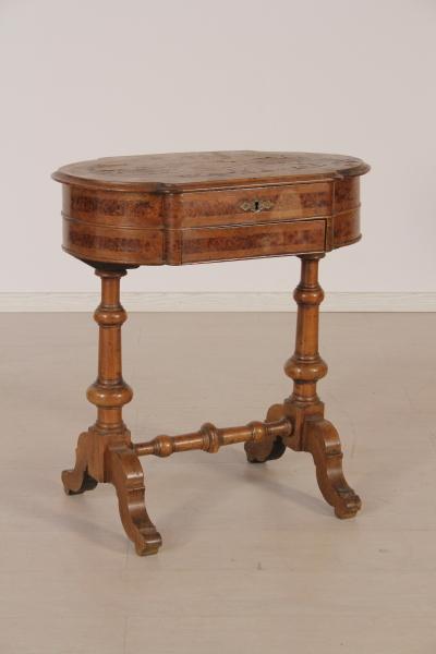 Tavolino da lavoro tavolini antiquariato for Negozi tavoli milano