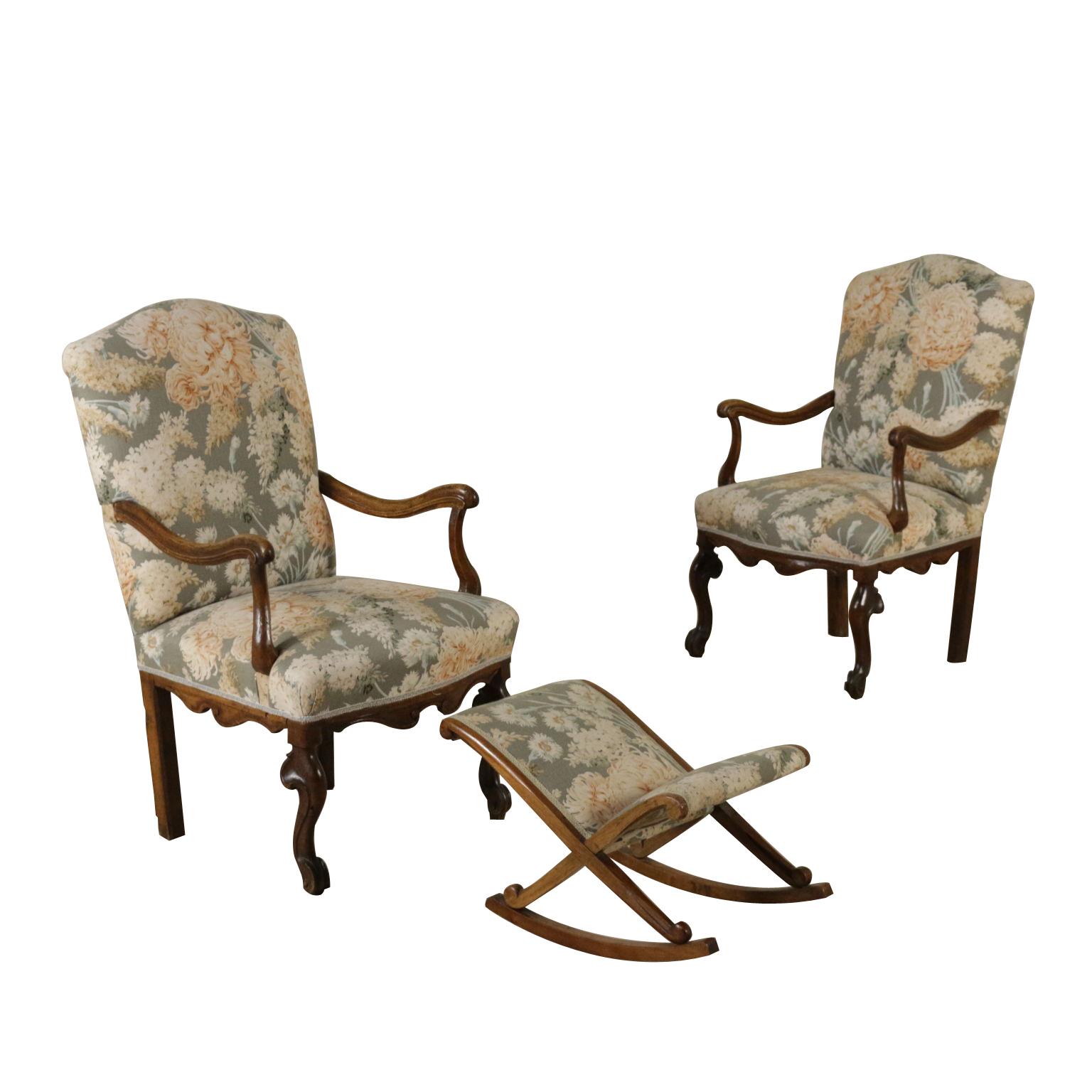 http://www.dimanoinmano.it//img/481207/full/antiquariato/sedie-poltrone-divani/coppia-di-poltroncine-con-poggiapiedi.jpg