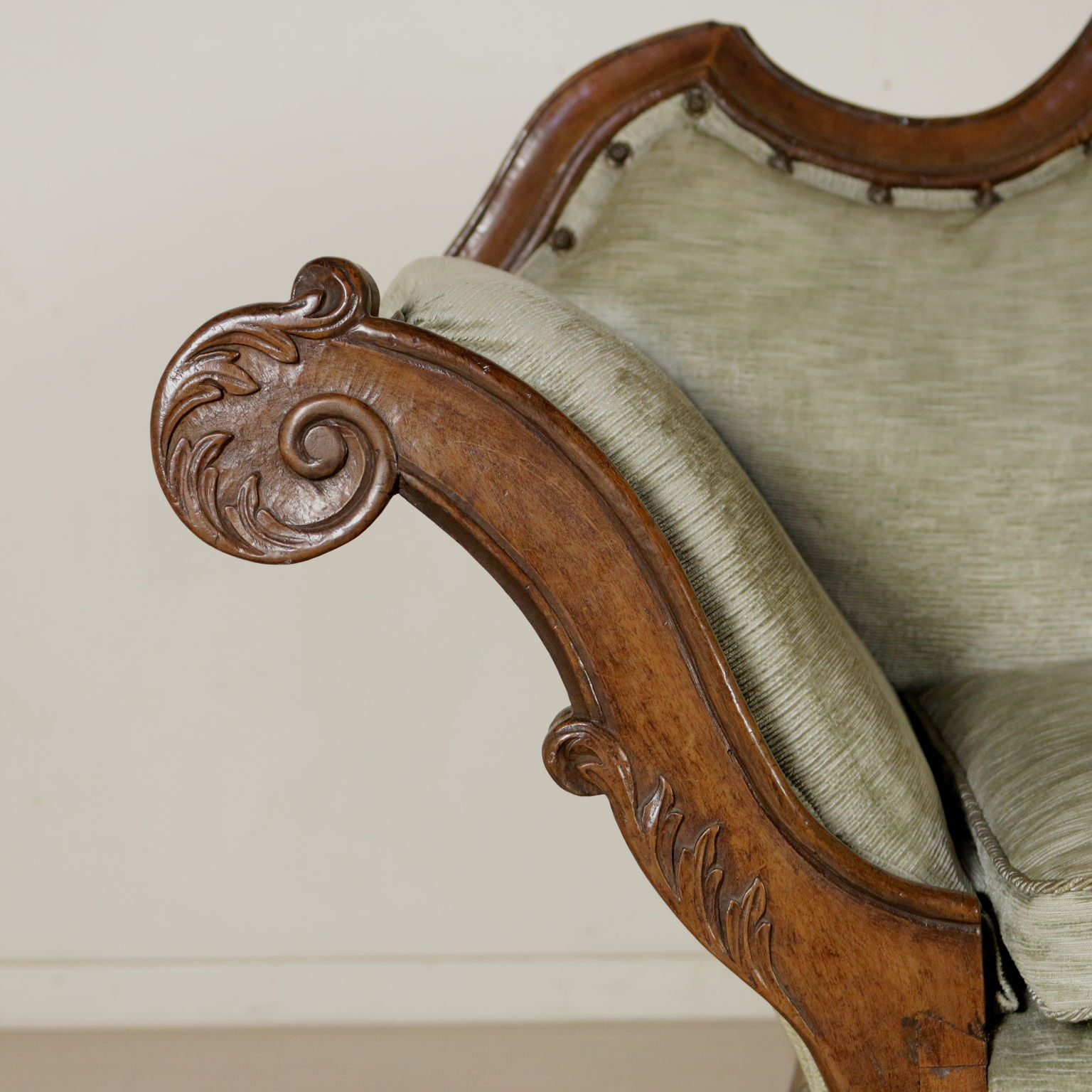 Divano barocchetto sedie poltrone divani antiquariato for Divano particolare