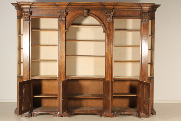 Libreria neorinascimento mobili in stile bottega del for Piani di libreria stile artigiano