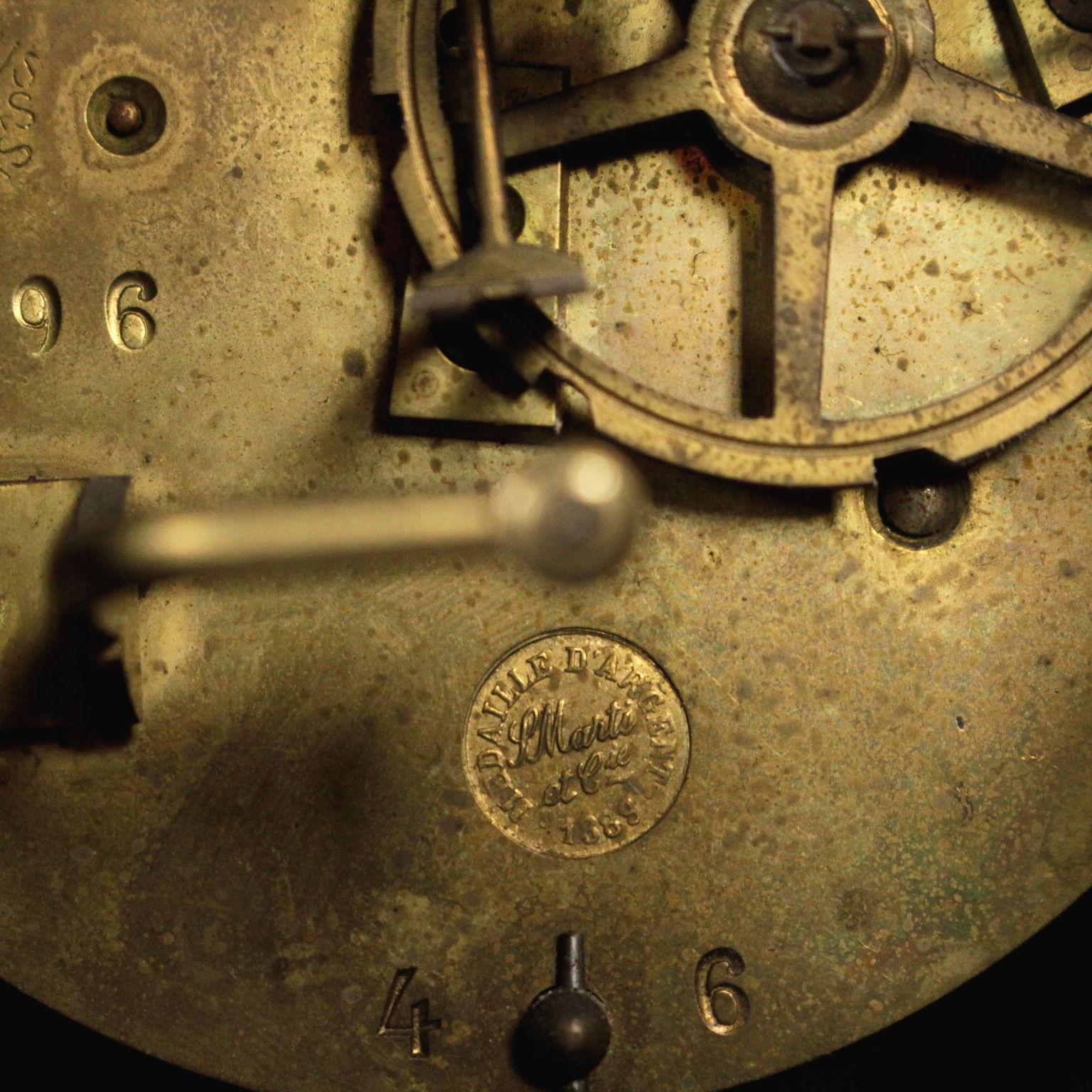 Orologio da tavolo oggettistica bottega del 900 for Oggettistica particolare
