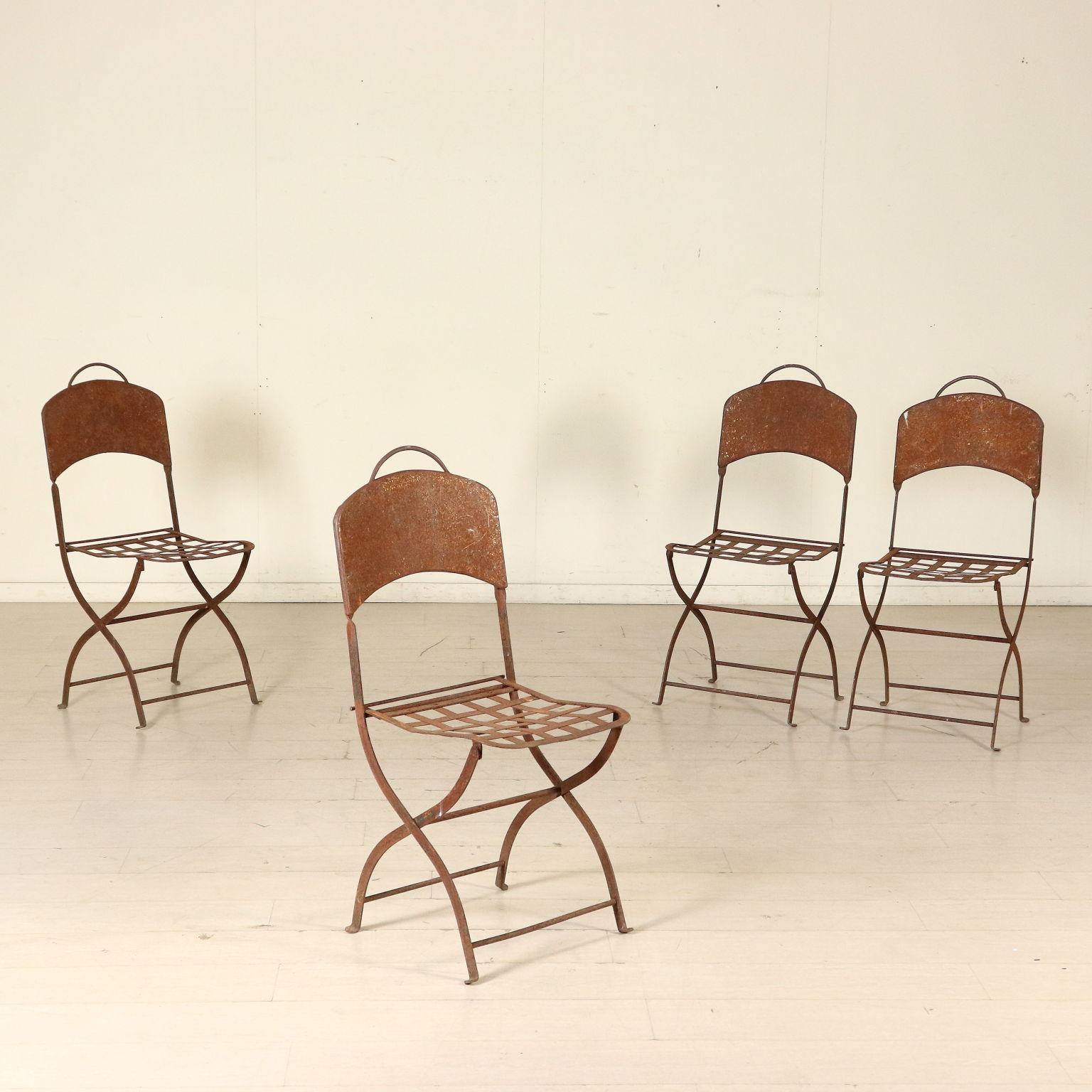 Tavolo con quattro sedie pietre e arredi giardino - Dwg tavolo con sedie ...