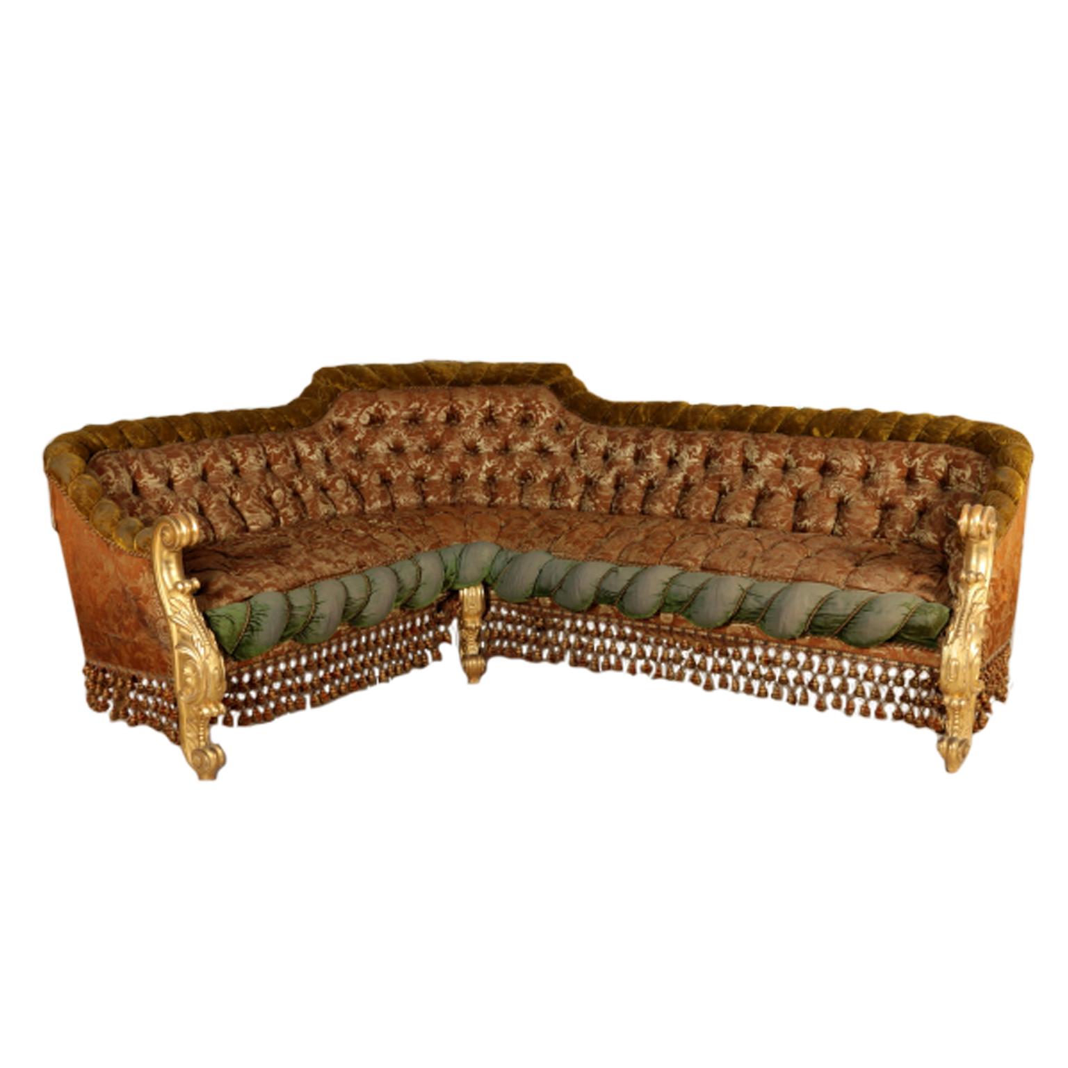 Divano angolare in stile barocco sedie poltrone divani for Poltrone sedie