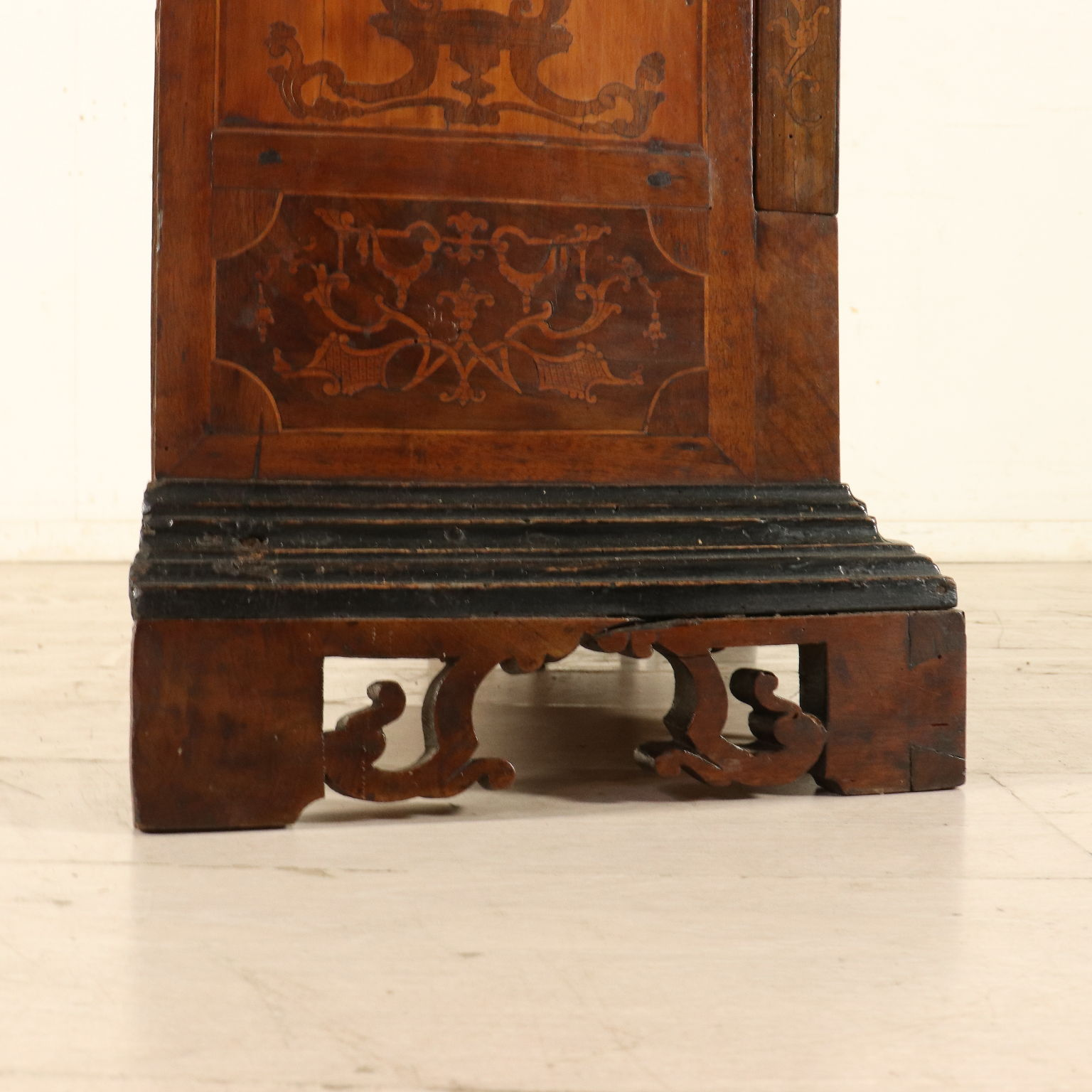 Small Round Bookcase Single Door Italy First Half Of 1700s