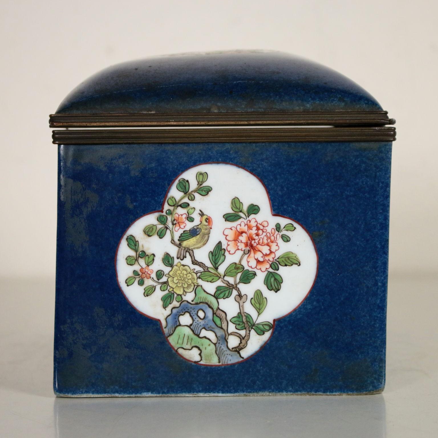 Scatola in ceramica oggettistica antiquariato for Oggettistica particolare