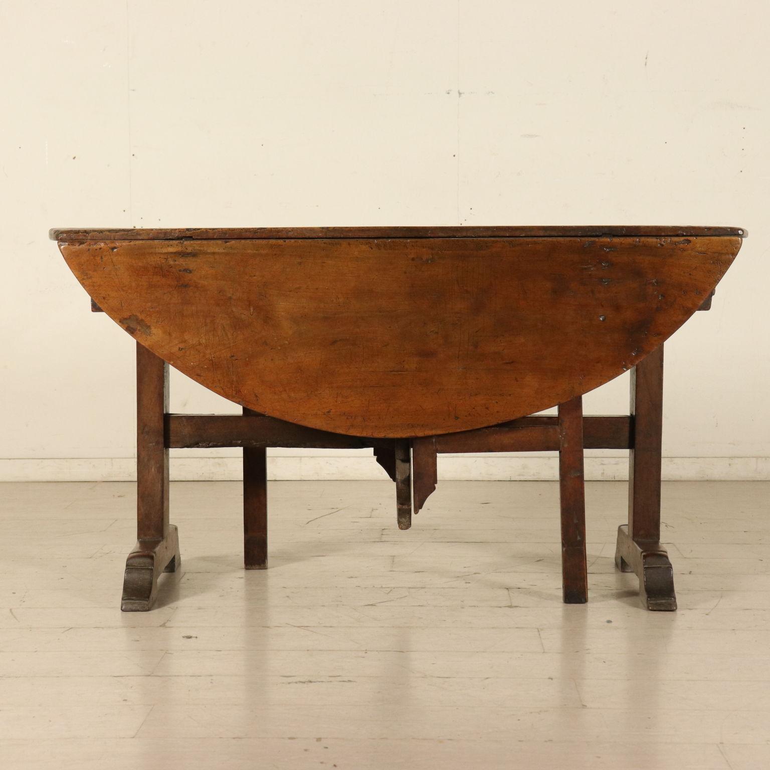 tavolo apribile a bandelle mobili in stile bottega del