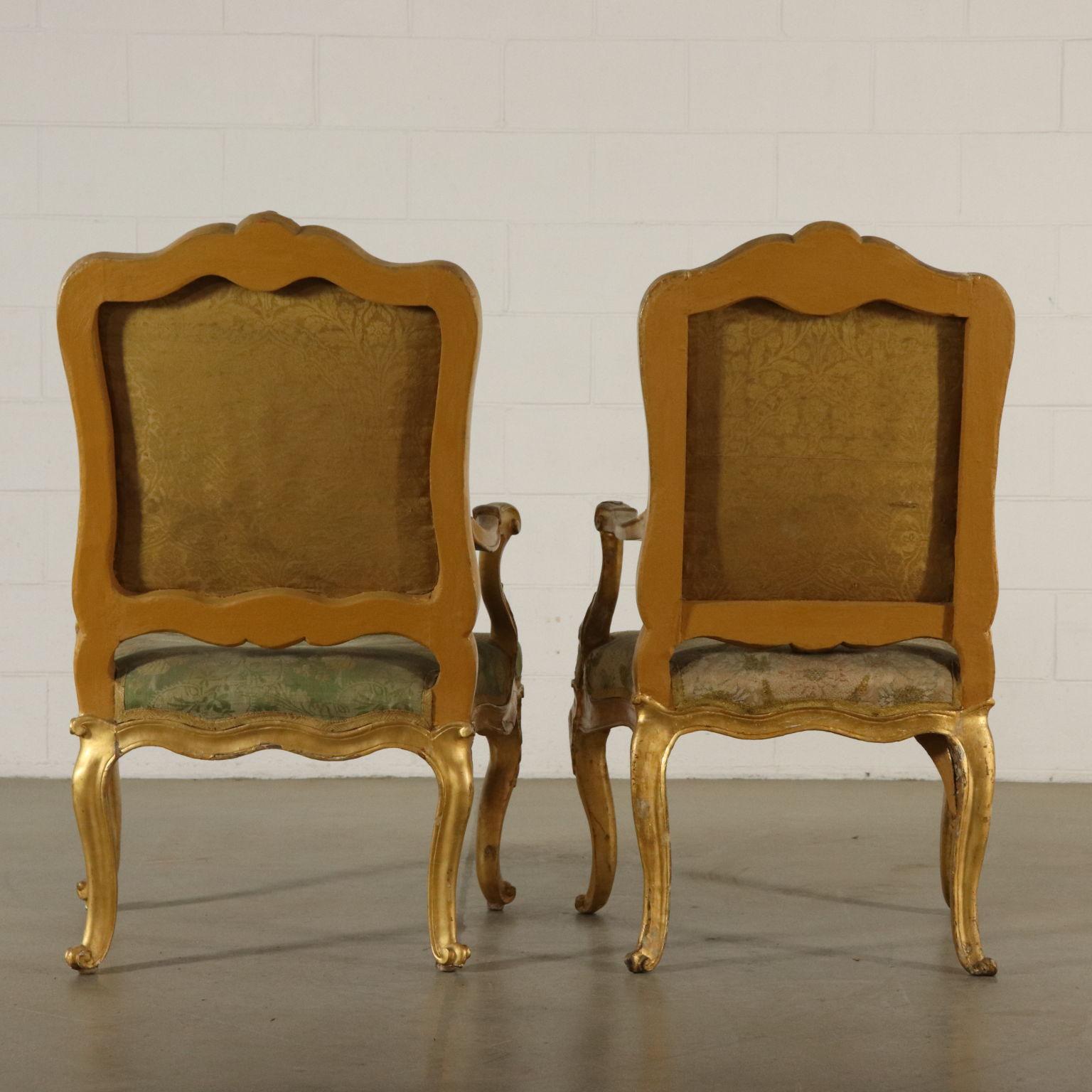 Due poltrone dorate sedie poltrone divani antiquariato for Poltrone sedie
