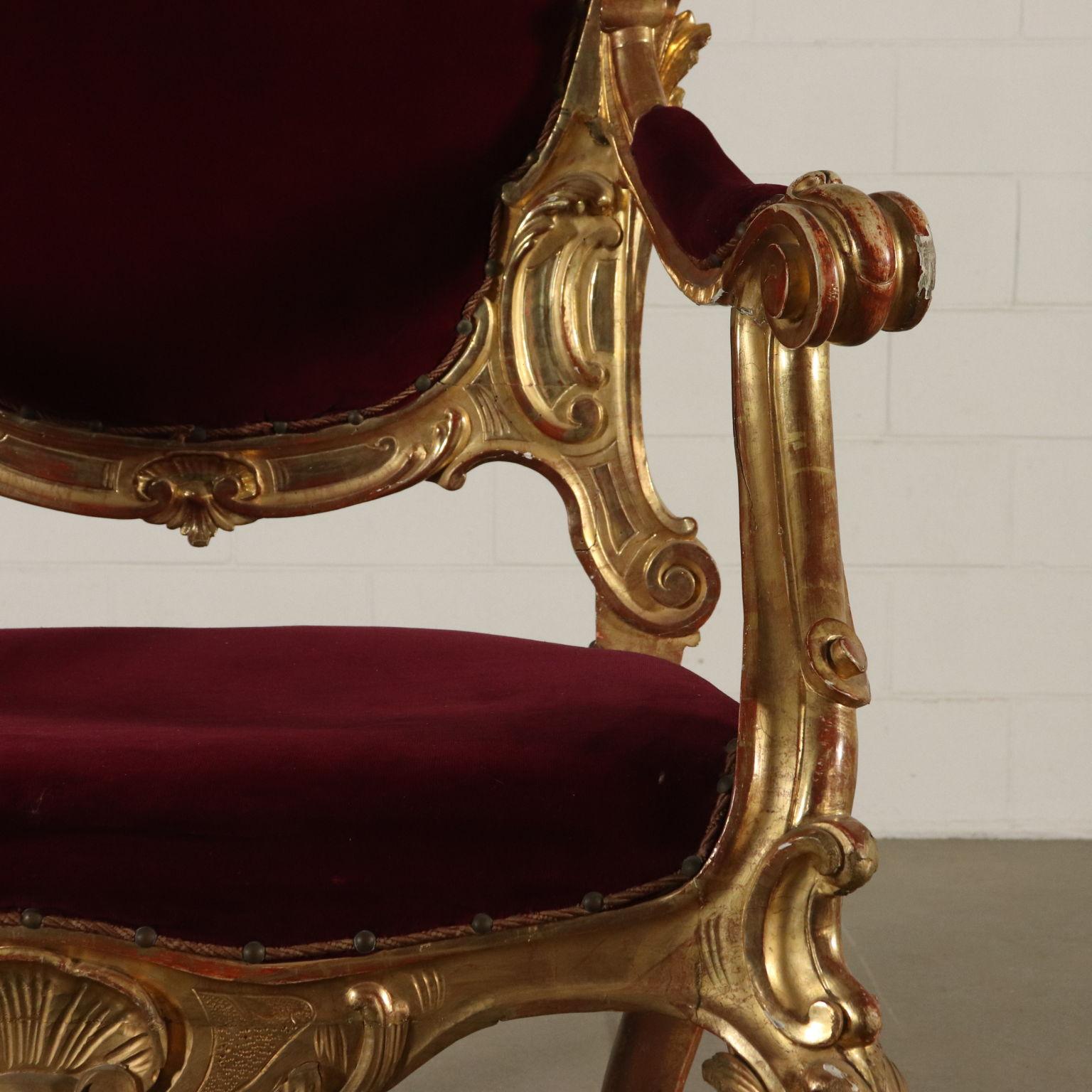 Trono dorato sedie poltrone divani antiquariato for Poltrone sedie