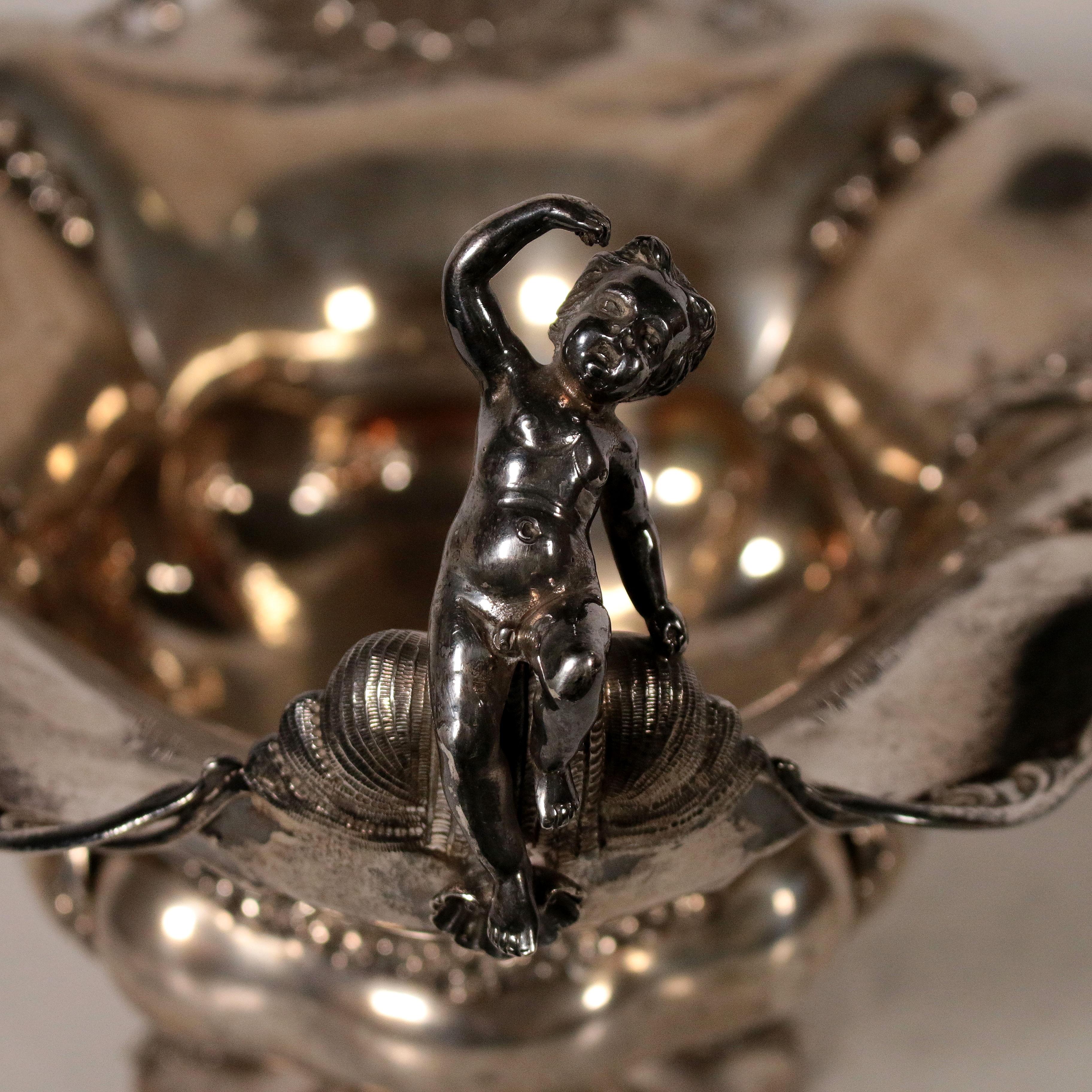 Centrotavola in argento oggettistica antiquariato for Oggettistica particolare