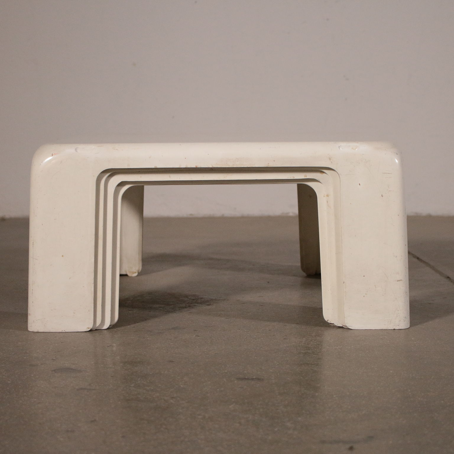 Mario Bellini Design.Group Of 4 Stackable Plastic Coffee Tables By Bellini For C B