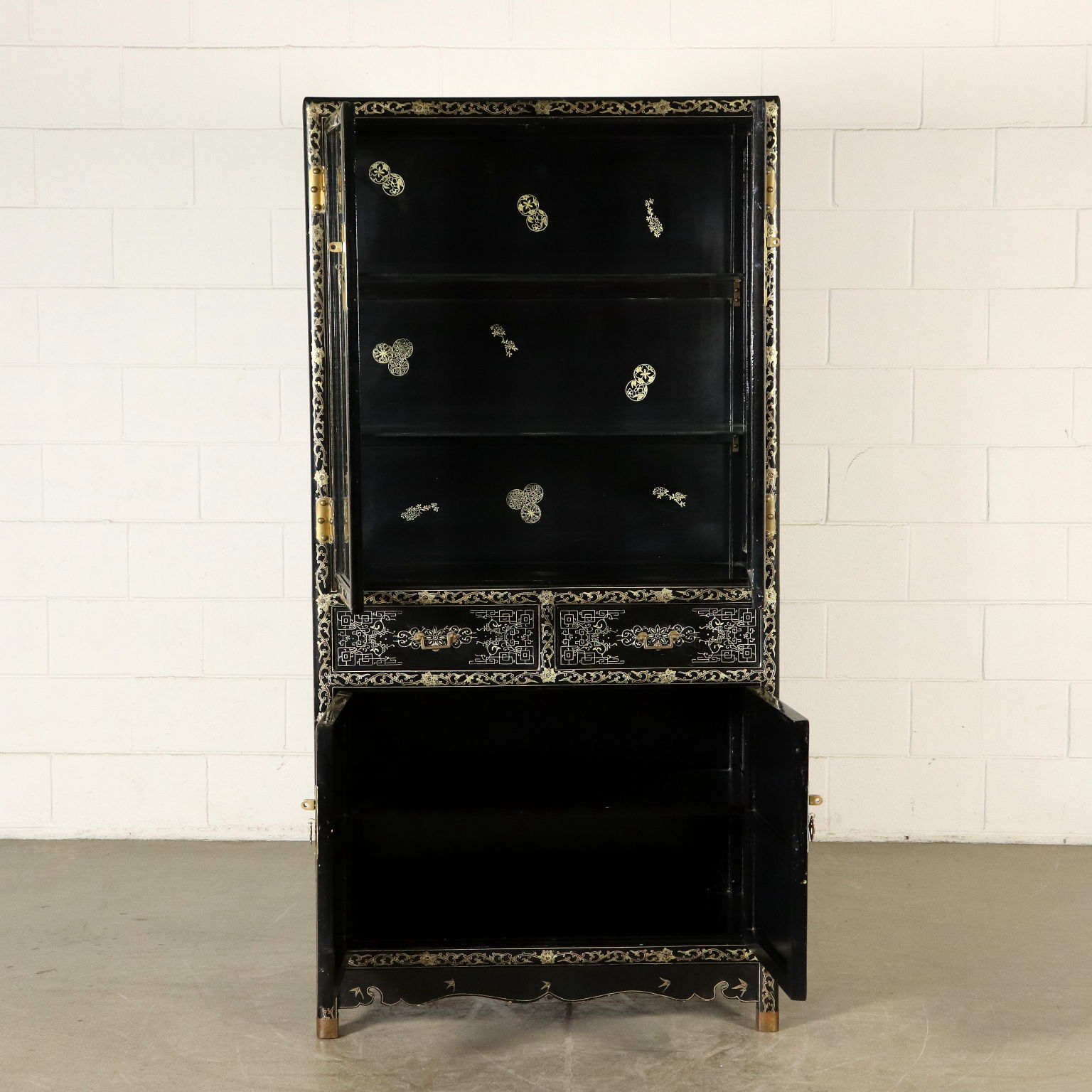 Mobili In Stile Bologna.Chinoiserie Lacquered Glass Cabinet East 20th Century