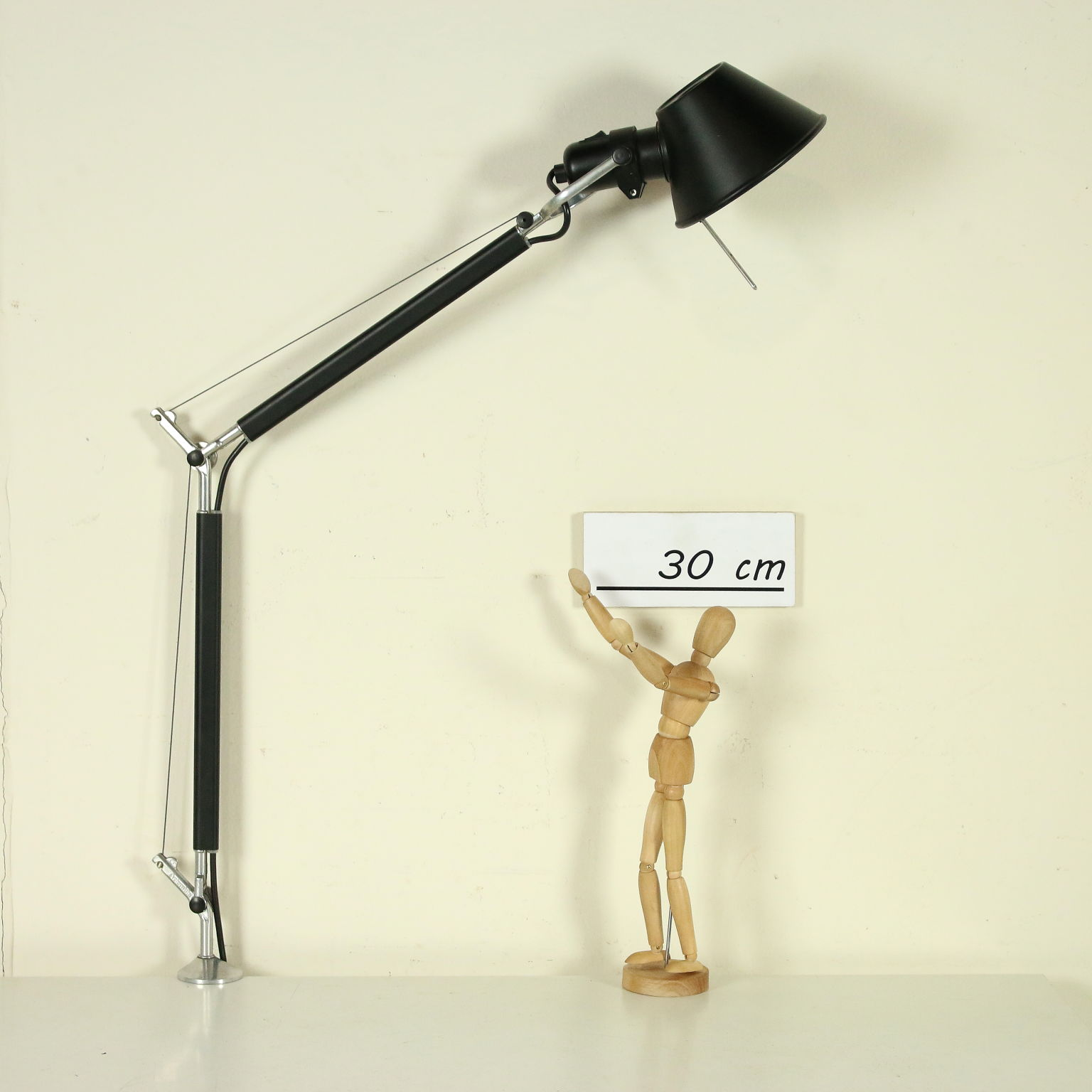 Lampada Da Tavolo Artemide Illuminazione Modernariato Dimanoinmano It