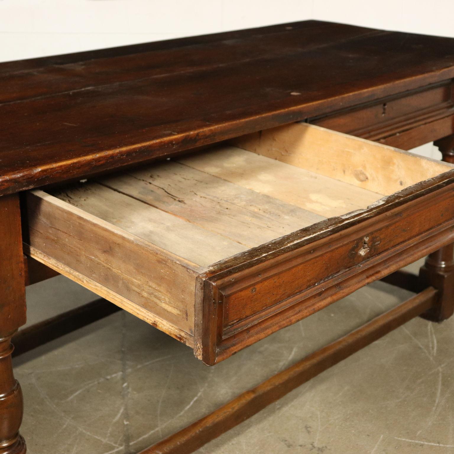 Antiker Tisch Aus Nussbaumholz Italien 18 Jahrhundert Tische Antiquitaten Dimanoinmano It