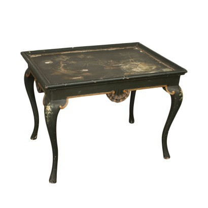 Small Lacquered Table in The Style of Chinoiserie Italy 20th Century